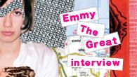 [インタビュー]<br />サミュエル・ベケットと文学への耽溺、ここではないどこかへの憧憬、人生への飽くなき興味…DIY精神を持ったアンチ・フォークのSSW、エミー・ザ・グレイトがデビュー