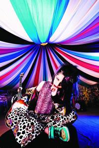 雅-miyavi-、SUGIZO参加のニュー・シングルを発売!