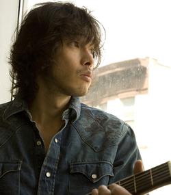 ベスト盤『歌うたい15』が話題の斉藤和義、『ミュージックステーション』初出演!