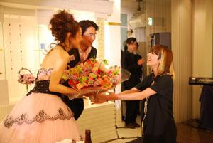 木村カエラが結婚式でサプライズ・ライヴ!! そして、あの歌の正体も……