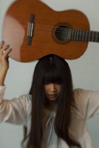 幻想的な世界観を歌う19歳のシンガー・ソングライター青葉市子が1stアルバムを発表!