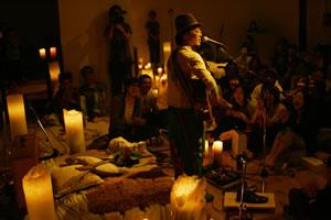 """ハナレグミ、ニュー・シングル「光と影」発売記念ライヴ〈""""光と影""""Candle Night〉開催!"""