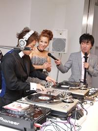 DJ KAORI、300万枚突破記念パーティーにスピードワゴンも登場!