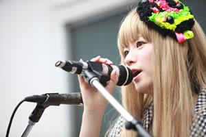 Aira Mitsuki、タワレコ新宿店で「戦メリ」を初披露!