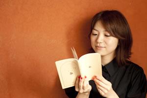 熊木杏里、連載「聴こえる書斎〜はなよりほかに」がCDJ.comでスタート!