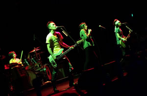 ザ・クロマニヨンズ、全国ツアー〈MONDO ROCCIA '09-'10〉がスタート!