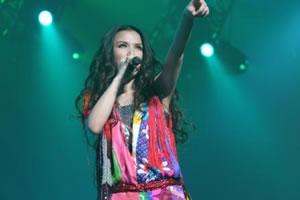 Superfly、初の武道館公演で大熱唱!