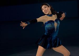 安藤美姫はじめ4名のメダリストが出演! 映画『COACH コーチ 40歳のフィギュアスケーター』
