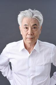 東京二期会オペラ劇場〈こうもり〉で俳優のイッセー尾形がオペラに初挑戦