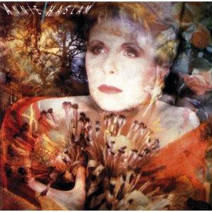 アニー・ハズラムの89年ソロ作がリマスター盤化!初期ルネッサンスのDVDも発売に