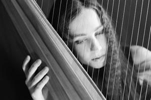 『借りぐらしのアリエッティ』の主題歌を歌うセシル・コルベル、アルバム2タイトルを同時リリース!