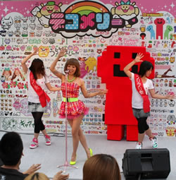 Mizca、SHIBUYA109でフリフリくんコラボ曲初披露!