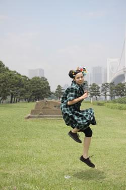 児玉奈央、ハナレグミ書き下ろし曲「SPARK」ゆるかわミュージック・ビデオが完成!