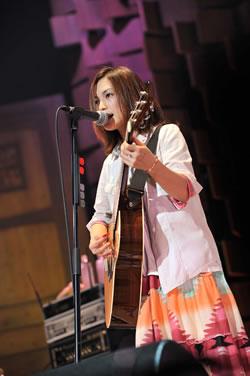 YUI、2年半ぶりの全国ツアー最終日の武道館で新曲を披露!