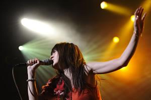 安藤裕子、カヴァー・アルバムにくるり「ワールズエンド・スーパーノヴァ」ライヴ・ヴァージョン収録!
