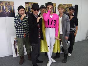 """FLOW新作発売を記念し、宣伝部長""""1 / 3マン""""がSHIBUYA TSUTAYAで宣伝活動!"""