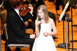 11歳の天才美少女ジャッキー・エヴァンコが歌声を披露!
