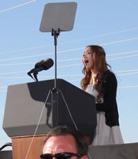 女子高生シンガー、Kylee(カイリー)がオバマ大統領の前で国歌独唱!