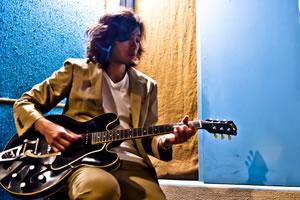 斉藤和義『空に星が綺麗』ギターオークション、開催期間が決定!