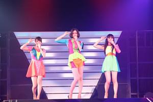 """Perfume初の全国アリーナ・ツアー大盛況!""""いま、私たちにできること""""を!"""