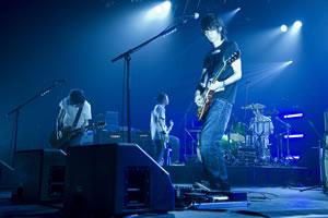 BUMP OF CHICKEN、<MTV VMAJ 2012>でライヴ・パフォーマンスを披露!