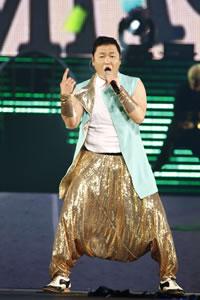 """韓国人アーティスト""""PSY""""、新曲「カンナムスタイル」が話題沸騰!"""
