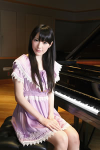 AKB48より現役音大生の松井咲子がソロ・デビュー、ピアノ・アルバムを発表!