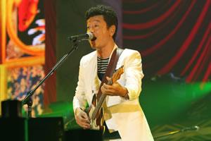 桑田佳祐、約5年ぶりの全国ツアーがスタート!
