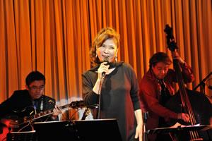 八代亜紀がジャズ・シンガーとしてアメリカでライヴ開催、ヘレン・メリルとの共演も実現!