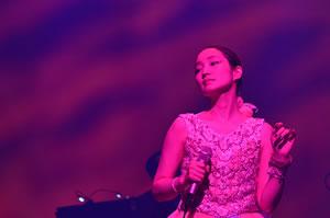 安藤裕子〈秋の大演奏会〉DVDが発売決定! 初夏にはアコースティック・ツアー開催