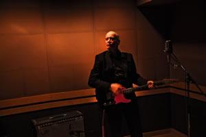 「ギターよ、ありがとね」ウィルコ・ジョンソンのインタビュー動画などが「RandoM」で公開