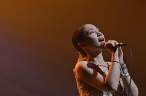 安藤裕子DVD『秋の大演奏会』より、オザケンのカヴァー映像がYouTubeで公開