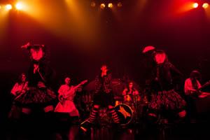 BABYMETAL、初の全曲生バンド演奏ツアーは全公演異なる内容に!