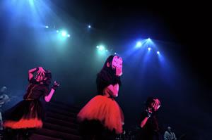 BABYMETAL、NHKホールでYUIMETAL&MOAMETAL聖誕祭開催!