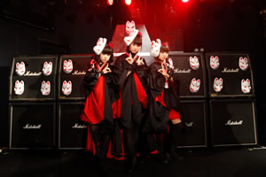 BABYMETAL、目黒・鹿鳴館で〈キツネ祭り〉開催