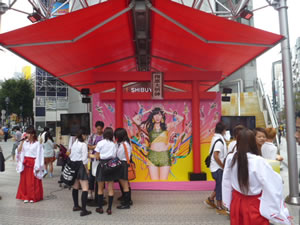 "AKB48「恋するフォーチュンクッキー」発売、渋谷109に""指原大明神""出現"