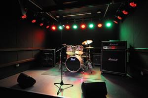 ディスクユニオンによる多目的イベント・スペース「dues新宿」がオープン