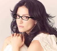 アンジェラ・アキ、メガネを外す