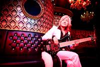 GRANRODEOのKISHOWやe-ZUKAも参加、ベーシスト瀧田イサムの初ソロ・アルバムが登場