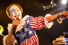 東京・八王子の映画館「ニュー八王子シネマ」営業最終日はニューロティカのメンバーが舞台挨拶を実施