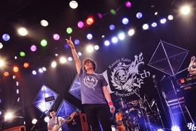 """加藤和樹、デビュー10周年記念ライヴを独占生中継 """"KAZUKIだけカメラ""""も実施"""