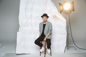 映画「メアリと魔女の花」の音楽を手掛けた村松崇継がアミューズとのアーティスト契約締結を発表