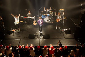 今春デビューのポップバンドSissy(シシー)、デビュー曲が大人気アニメのオープニングテーマに大抜擢!