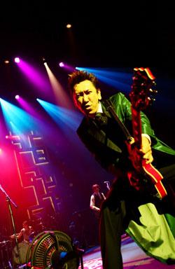 布袋寅泰、静岡市民文化会館より全国ツアースタート! 東京、大阪での追加公演も決定!