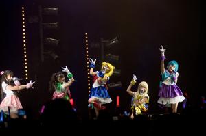 ももいろクローバーZが「セーラームーン」新主題歌を担当! フランス<Japan Expo>のステージで発表