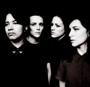 今年のフジロックでベストアクトの呼び声も高かったサヴェージズの新PVが公開! 単独ジャパン・ツアーも決定!