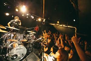 ピエール中野(凛として時雨)、47都道府県ツアー完走! 初ソロ・ミニAlのリリース・イベントが開催決定!