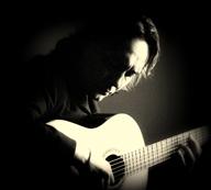 スペインのギタリスト、ビセンテ・アミーゴがフラメンコに回帰したニュー・アルバムを発表
