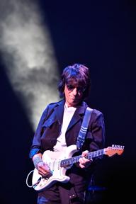ジェフ・ベック、2017年1月より8都市9公演のジャパン・ツアーを開催