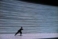 振付家・梅田宏明が世界初演の新作を含む公演〈1-resonance〉を開催
